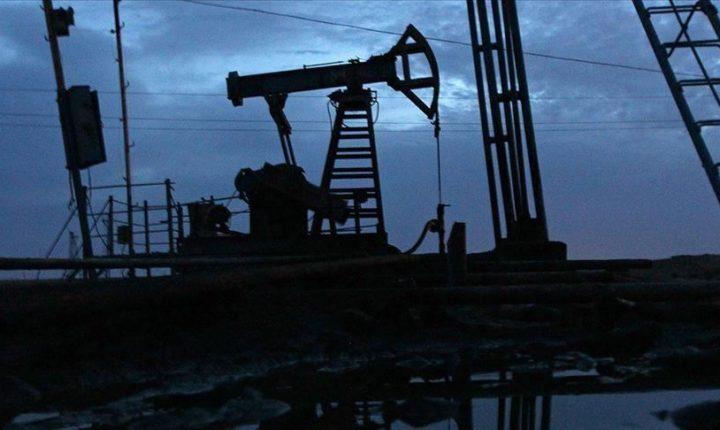 أسعار النفط تتراجع تحت ضغط زيادة الإنتاج وتراجع الطلب