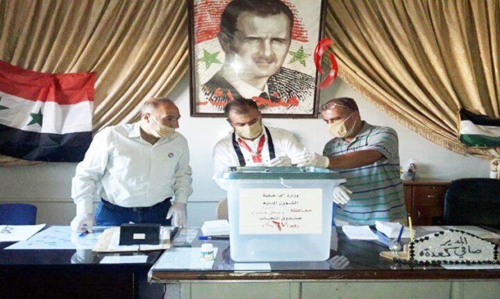 """اللاجئين السوريين في لبنان يتعرضون للضغط والتهديد لإجبارهم على التصويت بانتخابات """"الأسد"""""""