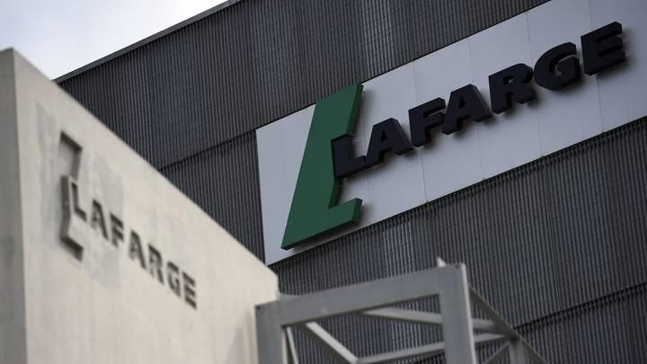 """المحكمة العليا تتدخل.. وثائق تكشف علم فرنسا بتمويل شركة """"لافارج"""" لـ""""داعش"""""""