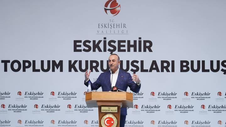 جاوش أوغلو: تركيا تتبع سياسة واقعية ونبحث مع قطر ملف تشغيل مطار كابل