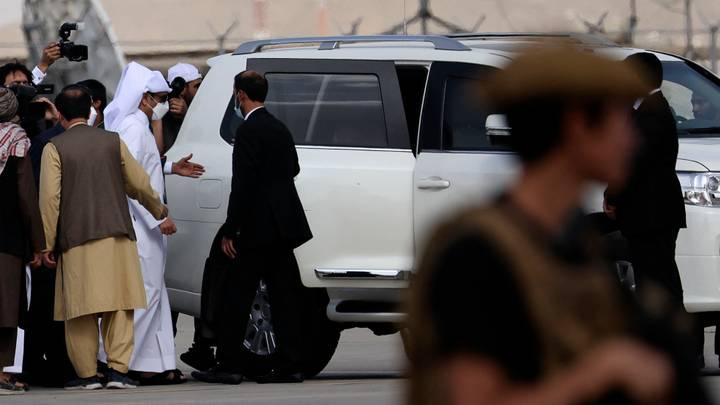 وزير خارجية قطر يزور أفغانستان وقوات الشرطة تعود للانتشار في محيط مطار كابل