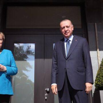 أردوغان وميركل يناقشان التطورات في ليبيا وسوريا والإسلاموفوبيا بأوروبا
